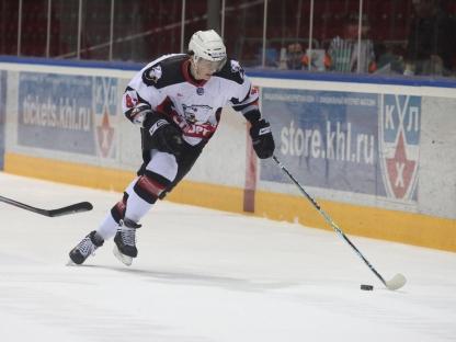 Тренерский штаб команды во главе с Андреем Сапожниковым взял в Омск 24 хоккеиста. Примечательно,