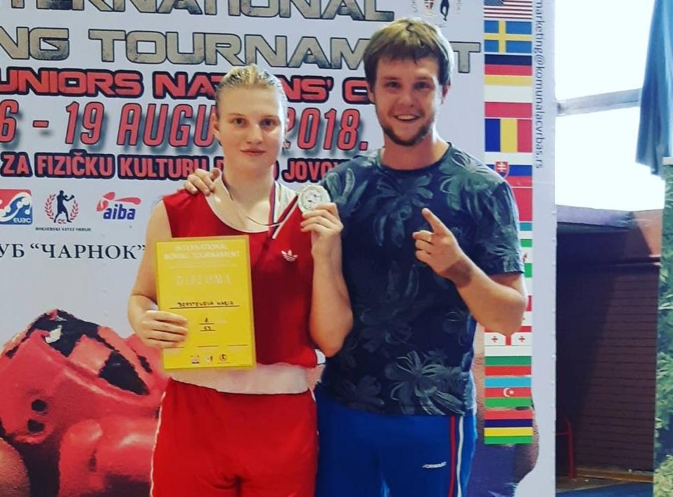 15-летняя южноуральская боксерка Мария Берсенева поднялась на высшую ступень пьедестала почета в