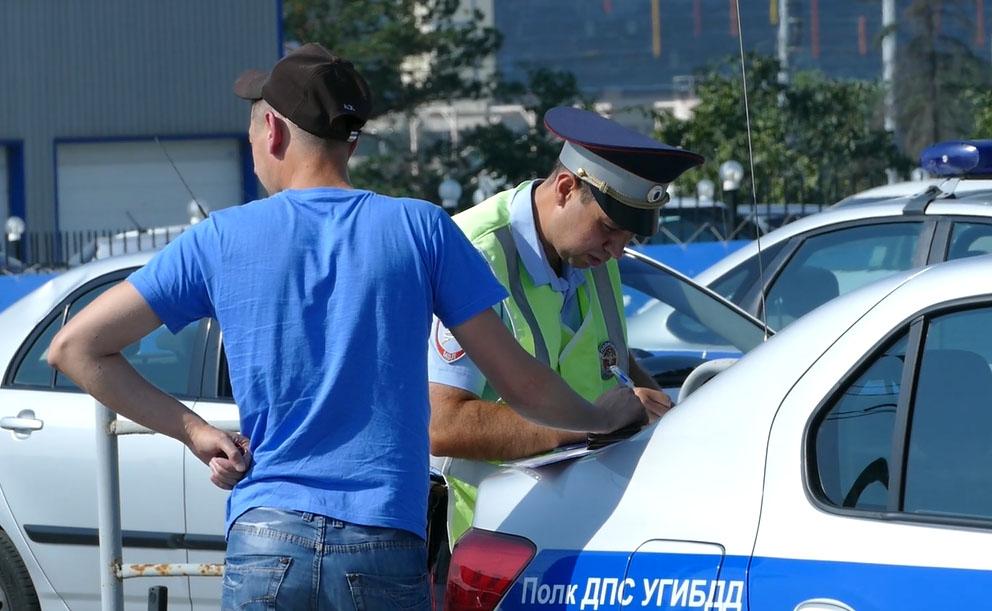 В Челябинске «Яндекс.Такси» работает с массой нарушений правил дорожного движения. Этот факт уста