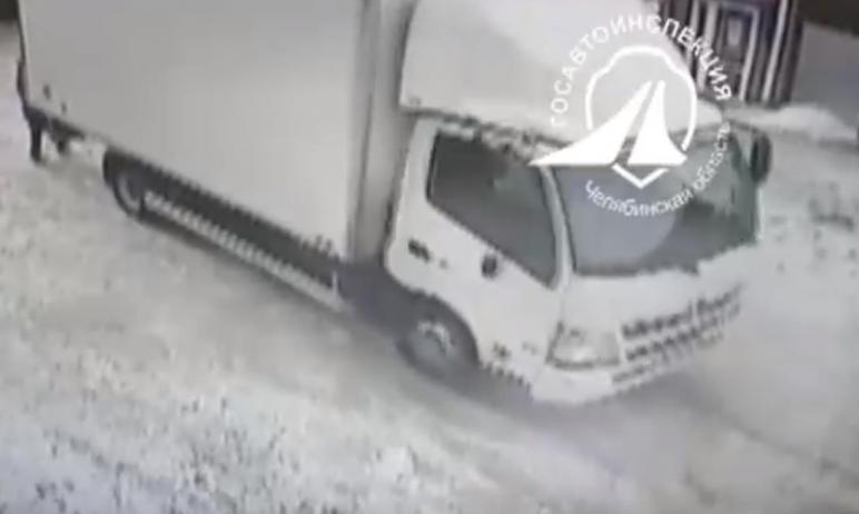 В Троицке (Челябинская область) водитель грузовика, сдавая назад, задавил 72-летнюю женщину. Она