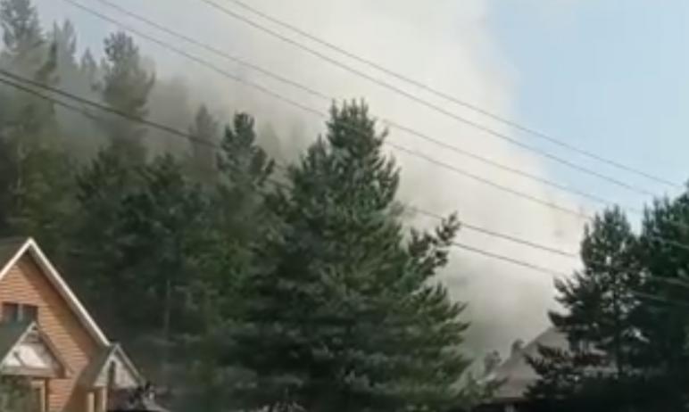 Сегодня, 29 июня, в Златоусте (Челябинская область) загорелся дом
