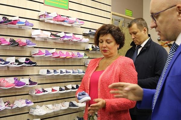 Некачественная обувь грозит детям нарушением осанки, развитием плоскостопия и грибка стопы. Об эт