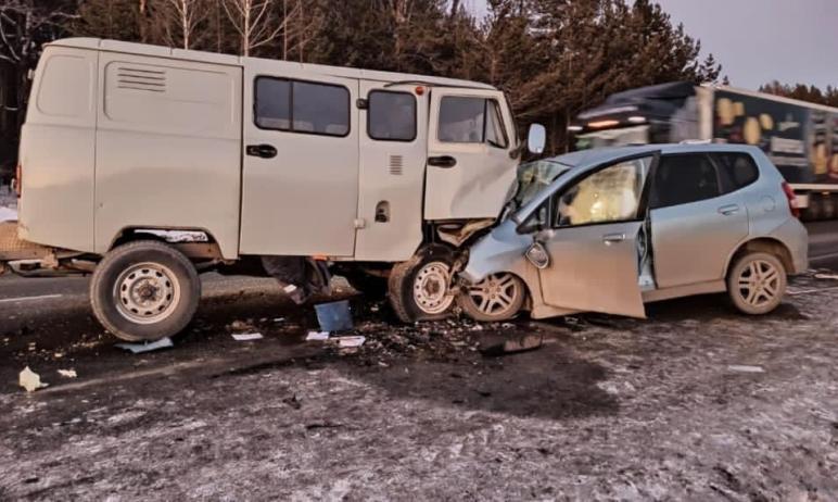 В Саткинском районе при лобовом столкновении машин УАЗ и Honda Jazz погиб водитель иномарки. В ав