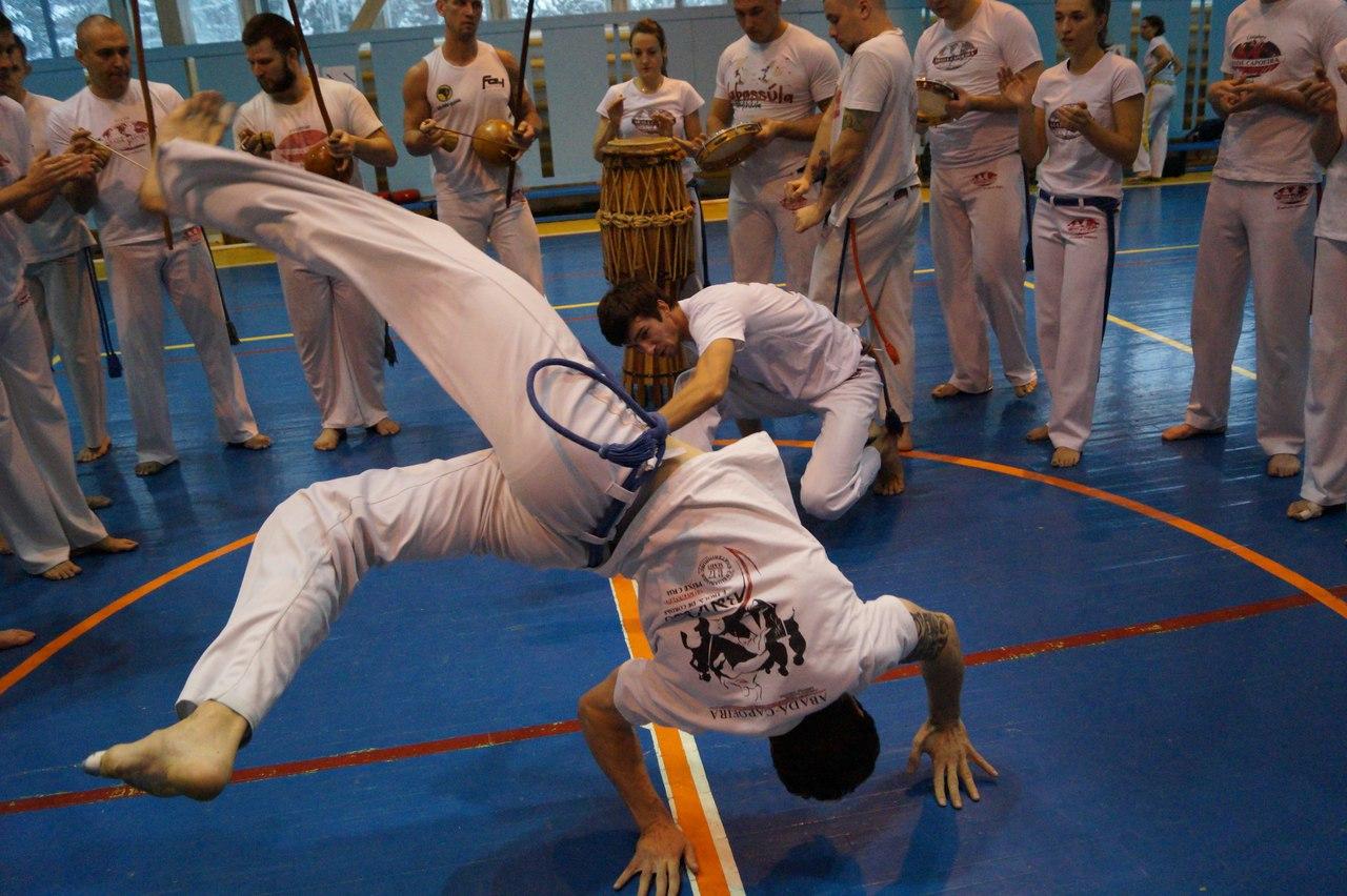 В Челябинске спортивный клуб «Баланс» объявляет набор в группу по капоэйре для взрослых. Это отли