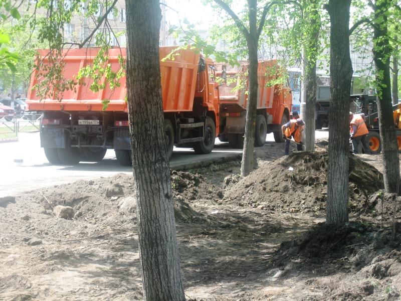Комиссия посетила несколько дворов Ленинского района, где полным ходом шли работы по благоустройс