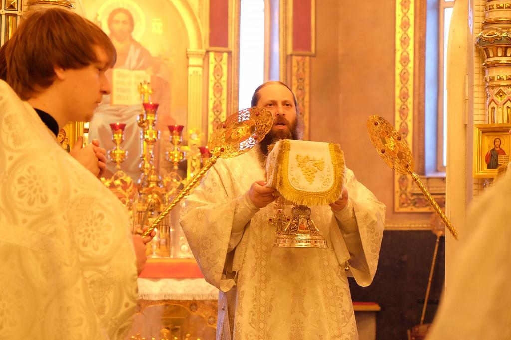 Как сообщили агентству в Челябинской и Златоустовской епархии, царские часы совершаются всего нес