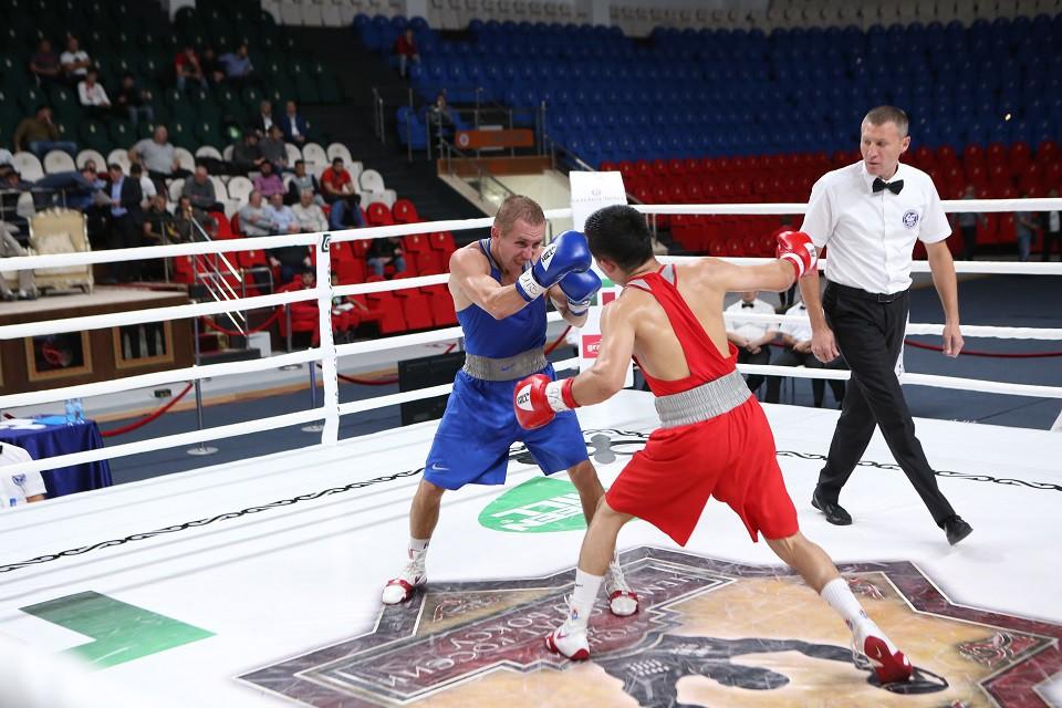На пути к полуфиналу капитан сборной Челябинской области Эдуард Абзалимов взял верх над Азнауром