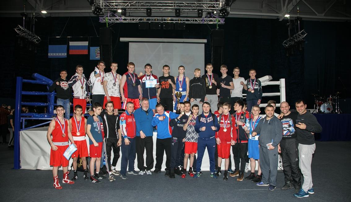 Южноуральские боксеры выиграли 10 медалей на юношеском первенстве УрФО. Состязания среди юношей в