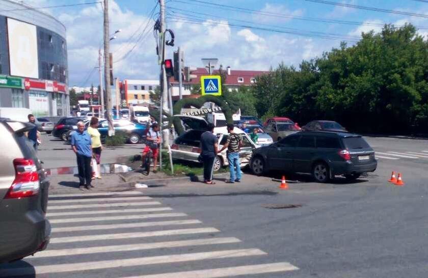 Авария произошла третьего июля в 11 часов 20 минут на улице Братьев Кашириных возл