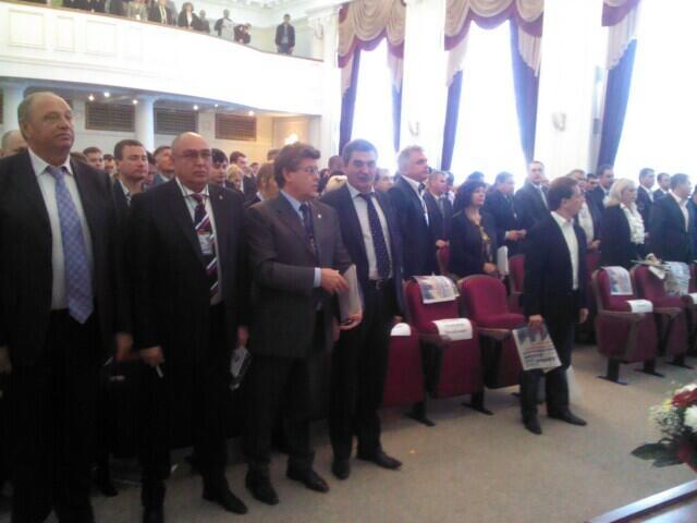Перед началом конференции состоялось заседание президиума партии, на котором и было решено утверд