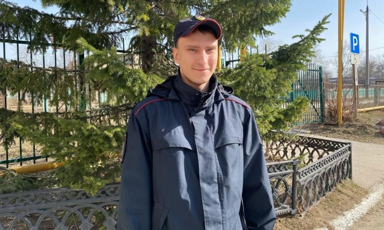 В Кыштыме (Челябинская область) стажер по должности участкового полиции МО МВД Максим Саблин приш