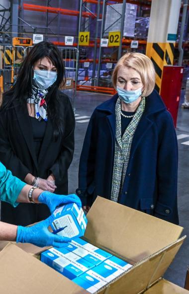 На Областной аптечный склад в Челябинске прибыл гуманитарный груз для борьбы с коронавирусной инф