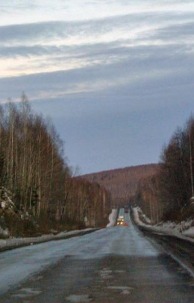 На федеральной трассе М-5 недалеко от Челябинска рано утром развернуло фуру, движение транспорта
