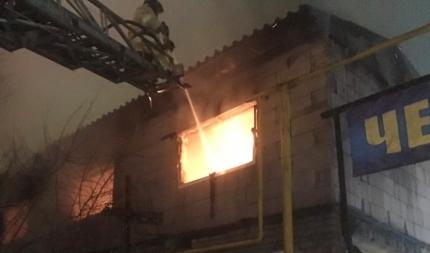 В Челябинске произошел крупный пожар в общежитии, в котором жили мигранты из Узбекистана.
