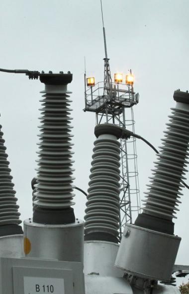 Разгулявшаяся стихия в ночь на вторник, 27 октября, оставила без электроснабжения более 10 с поло