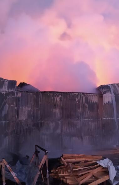 В деревне Казанцево (Сосновский район, Челябинская область) произошел крупный пожар на производст