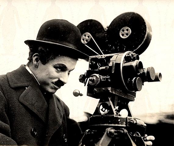 Для полного погружения в особую атмосферу немого кино, фильмы будут сопровождаться игрой тапера н