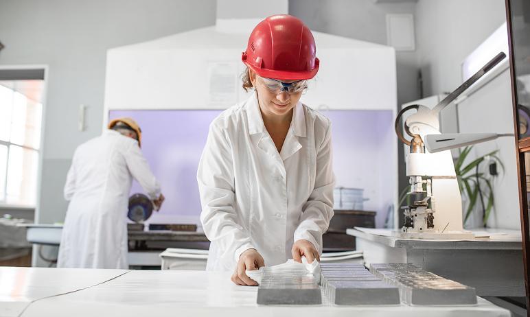 Входящий в состав холдинга Уральской горно-металлургической компании Челябинский цинковый завод п