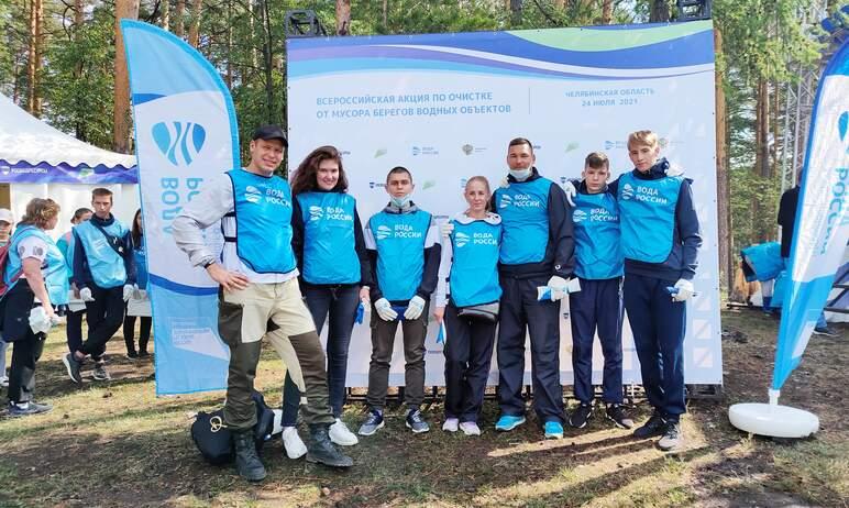 Представители молодежной организации входящего в состав холдинга Уральской горно-металлургической