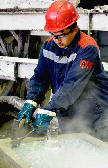 В цехе «Комплекс электролиза цинка» входящего в состав холдинга Уральской горно-металлургической