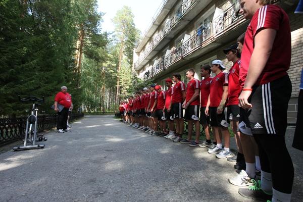 Как сообщает пресс-служба «Трактора», на первом предсезонном сборе «Челмета» тренируется 26 хокке