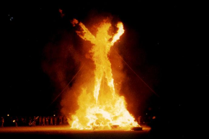 Последняя получила ожоги лица, рук первой степени и отравилась продуктами горения. Была госпитали