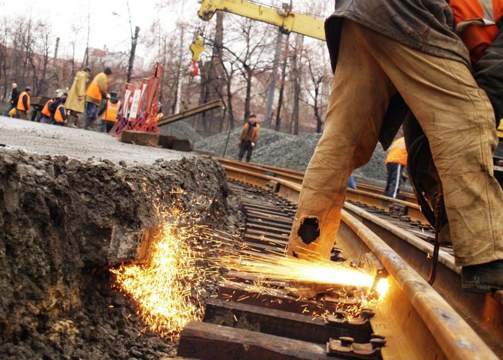 В связи с производством работ по ремонту трамвайных путей по улице Цвиллинга на участке от улицы