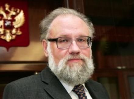 Как заявил председатель Центризбиркома РФВладимир Чуров, всего встране выдвинулось более 100ты