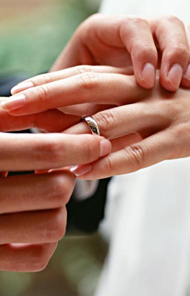 В очередную зеркальную дату - 11.11. - в Челябинской области поженились 82 пары, в том числе 35 н