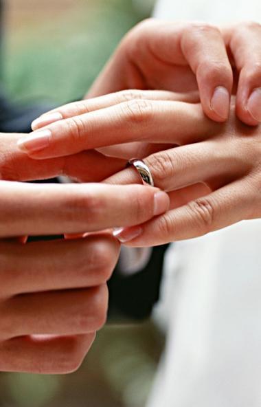 В Челябинской области 101 влюбленная пара решила сыграть свадьбу 31-го декабря. То, что рождение