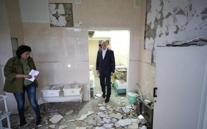 Ущерб, нанесенный зданию Катав-Ивановской больницы (Челябинская область) от землетрясения, произо