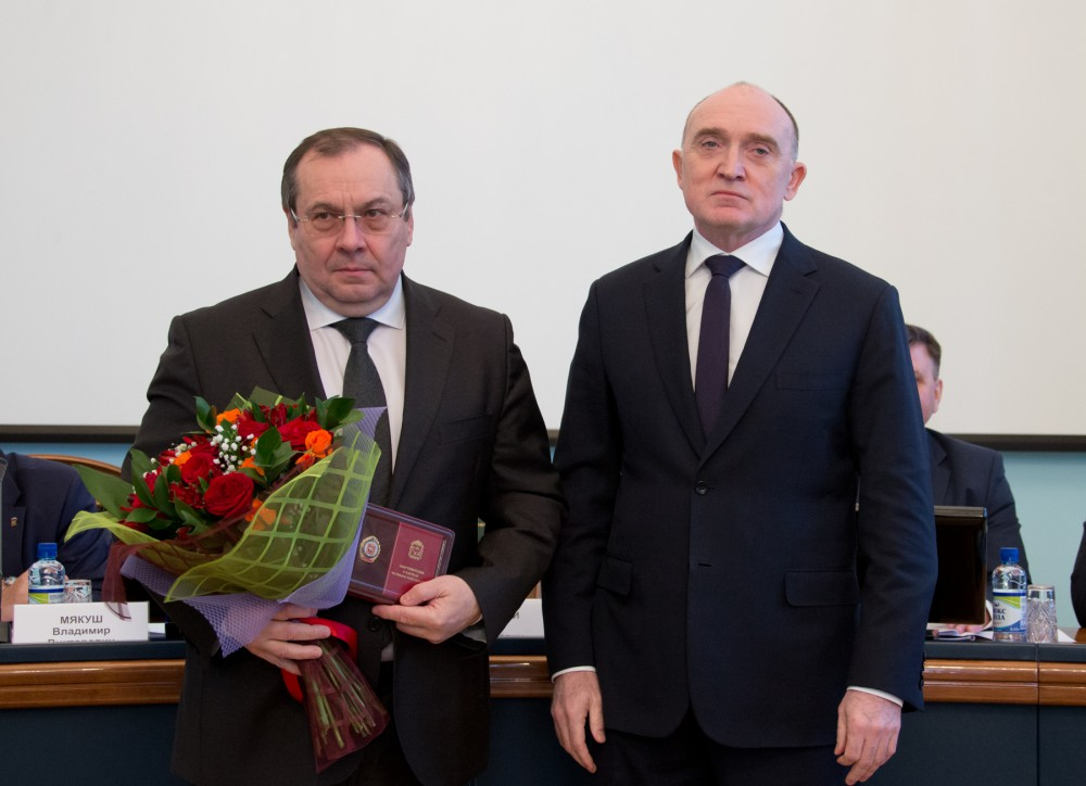 Награду главе минздрава вручил губернатор Борис Дубровский на совещании с главами 18 января. Бори
