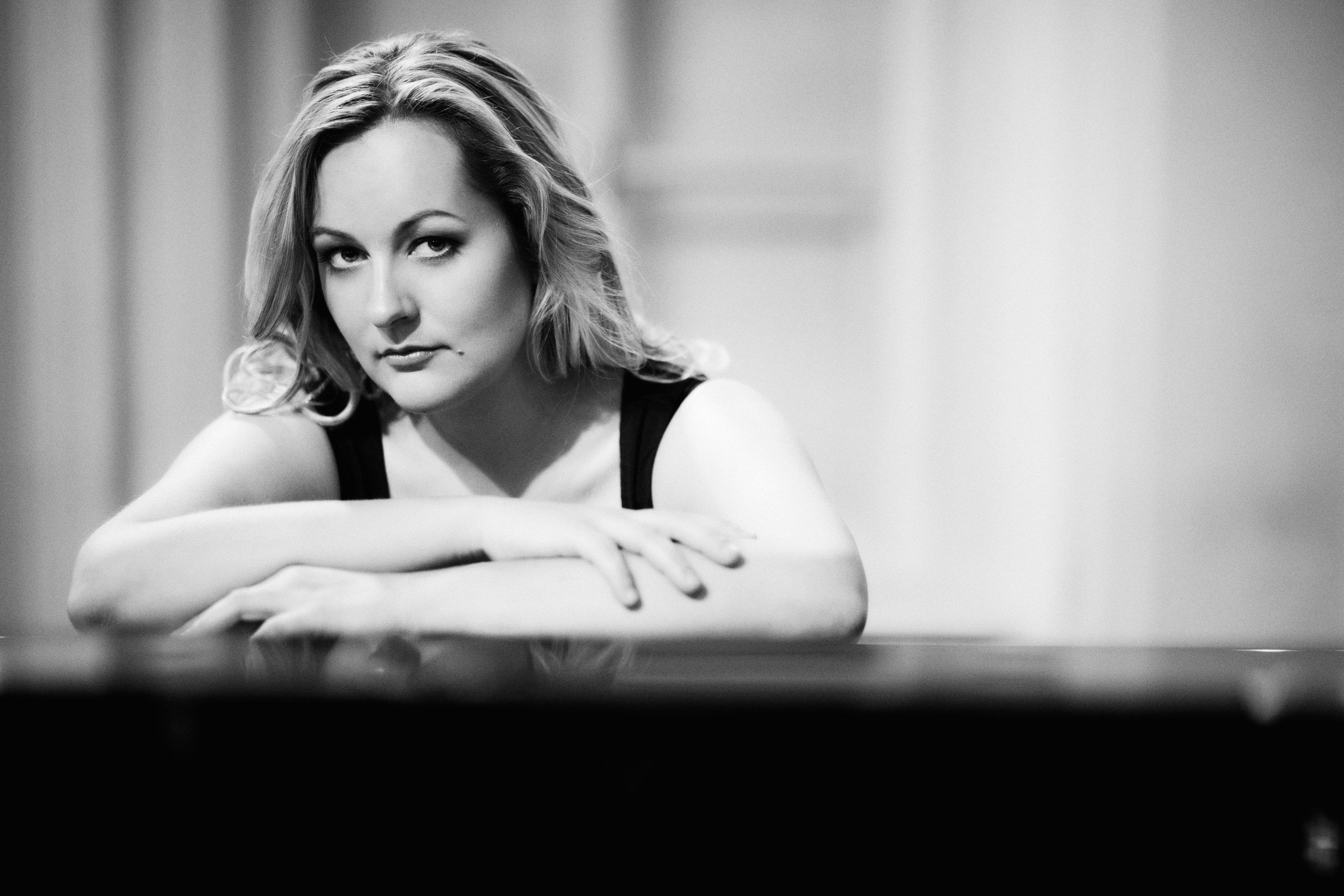 «Дарья Чайковская уверенно чувствует себя на концертной сцене, эмоционально раскованна и одновре