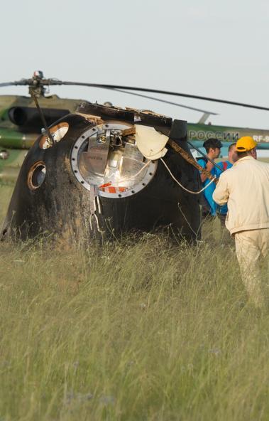 Экипаж «Союза МС-12» попросил у военнослужащих поисково-спасательной группы Центрального военного