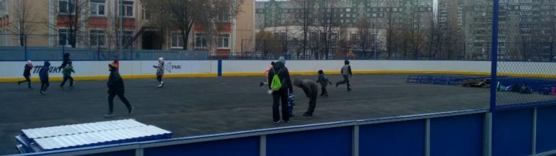В Челябинске во дворе школы №129, что находится в Калининском районе, вместо старой, обвалившейся
