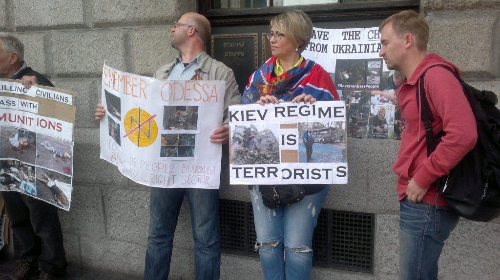 Несмотря на небольшое количество участников пикета, жители Дублина не остались равнодушными