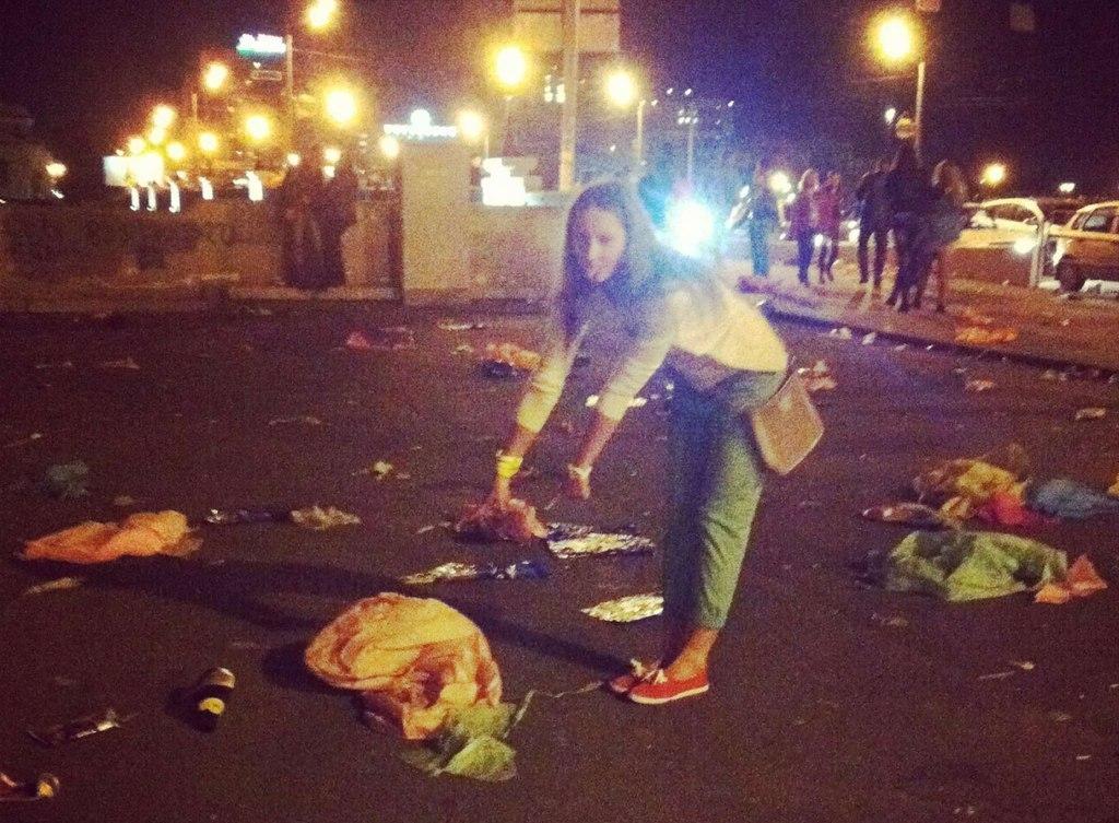 В этом году мэр пообещал больше внимания уделить вывозу черных мусорных мешков с улиц города. «Уб