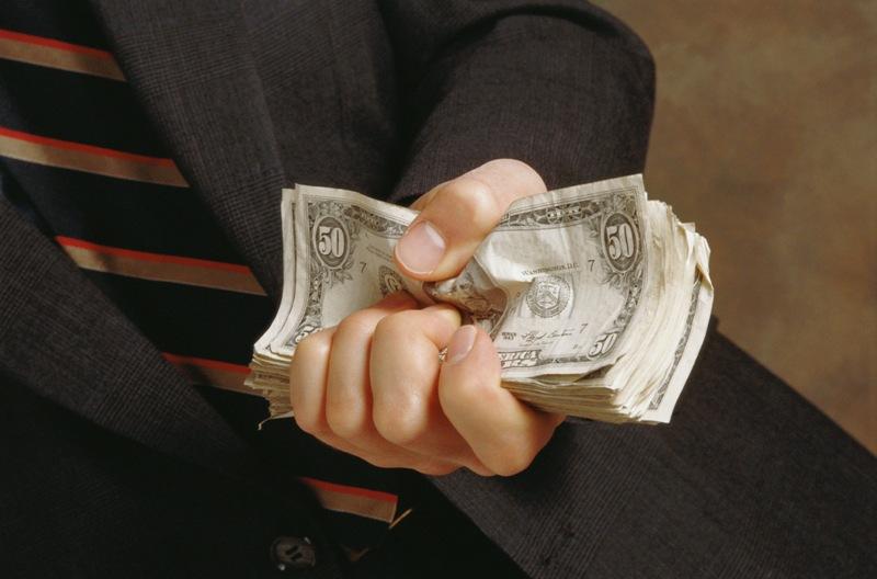 Установлено, что вопреки требованиям федерального закона «О противодействии коррупции» в состав к