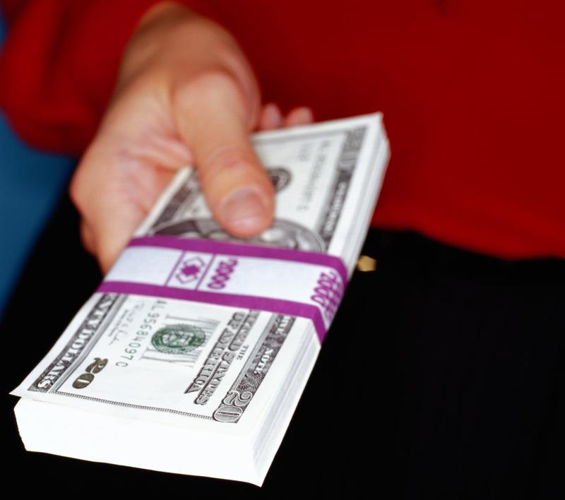 В последнее время челябинские банки один за другим отменяют комиссии, сопровождающие выдачу, обсл