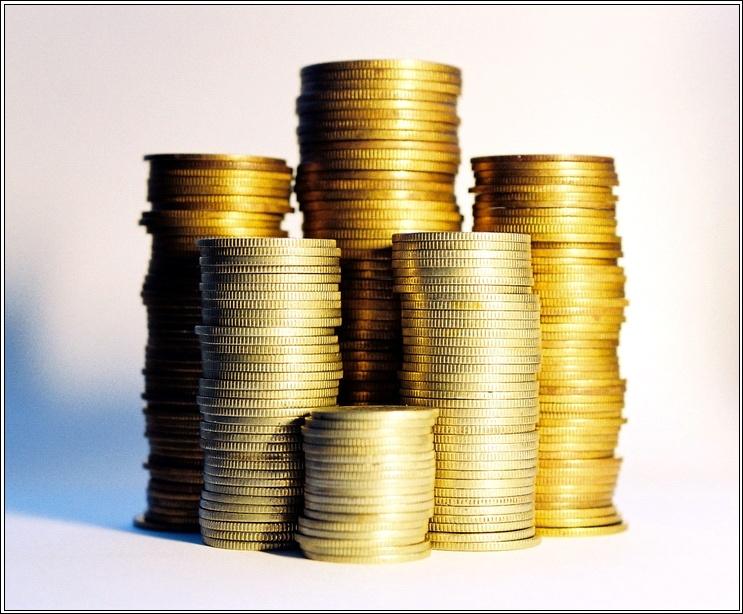 По данным издания, это поможет бороться с «серыми» зарплатами. Источники газеты пока называют иде