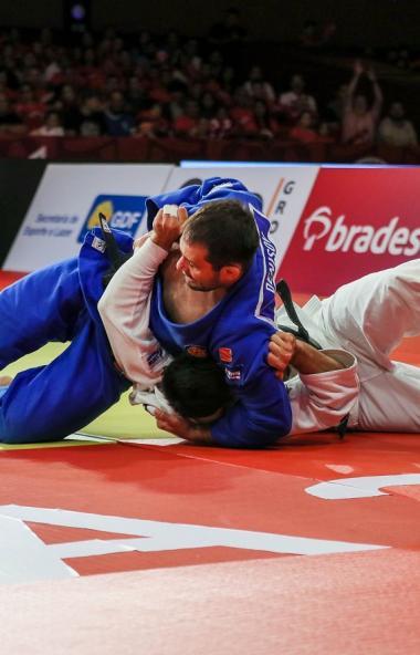 Челябинский дзюдоист Кирилл Денисов завоевал бронзовую медаль «Большого шлема» в Бразилии. За поб