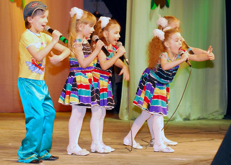 Это уже девятое состязание солистов и вокальных ансамблей Южного Урала. В нем принимают участие и