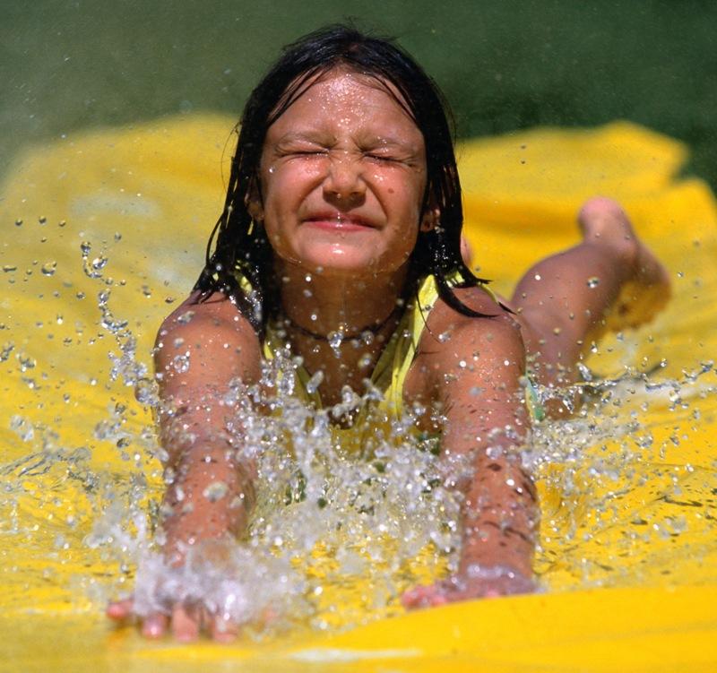 Родители и дети отдыхают на базе в течение всего лета, проживание и питание для них является бесп