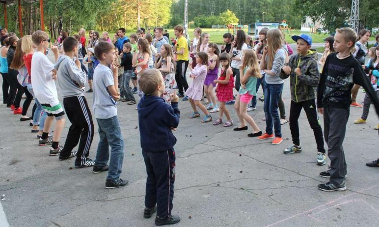 В Челябинской области этим летом планируют оздоровить двести тысяч детей.  По словам пер