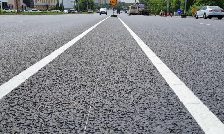 В Челябинске начали делать улицы с разметкой из термопластика, который может похвастаться гораздо
