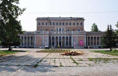 Напомним, что из-за накопившихся долгов завода «Станкомаш» Дворец культуры был продан через служб