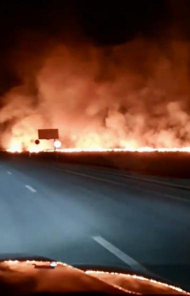 Челябинские пожарные тушилиза территорией завода пиротехники