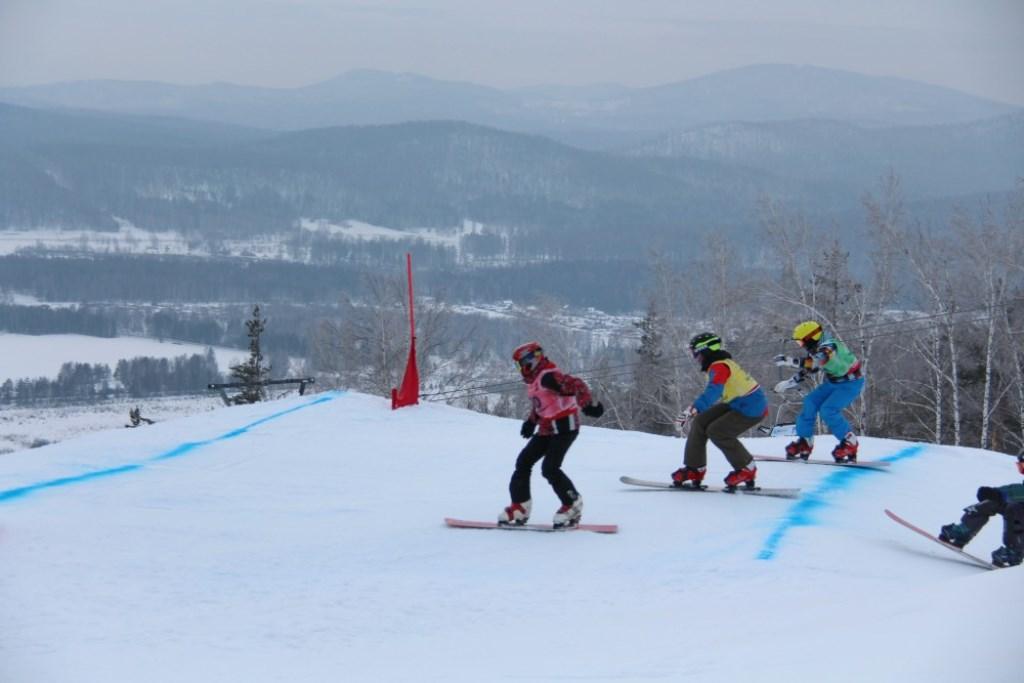 Изначально Кубок мира по сноуборду в дисциплине сноуборд-кросс сезона 2015/2016 годов планировало