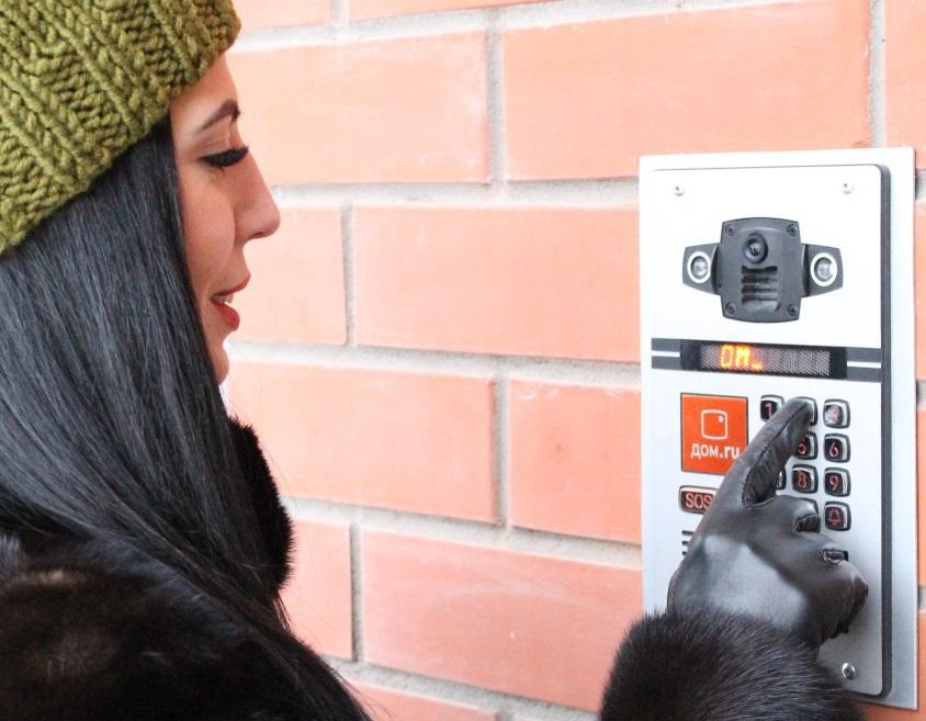 Телеком-оператор «Дом.ru» начал устанавливать в Челябинске высокотехнологичные домофонные панели,