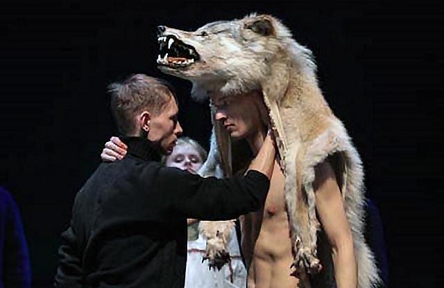 Премьеру спектакля «Допрос» в театре сыграли 15 марта, но тогда автор не смог приехать. Теперь у